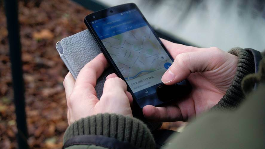 telefon u rukama